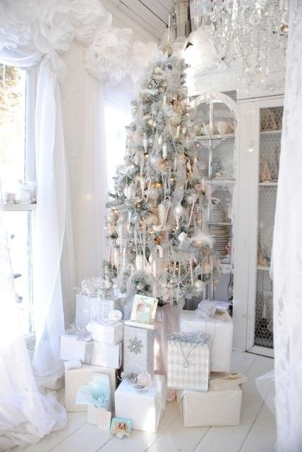 an elegant white christmas - Elegant White Christmas Decorations