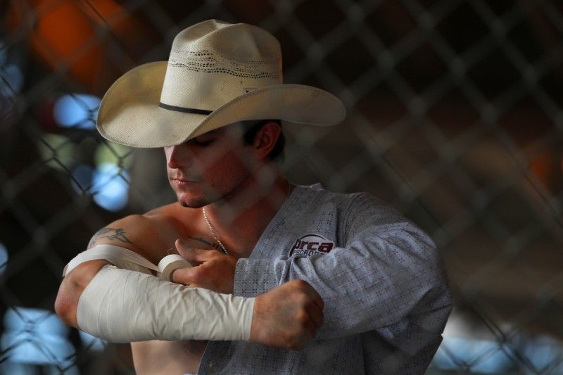 Bull Rider David Clapp Pictures, Photos, and Images for ...