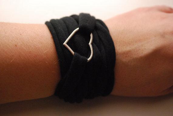 73069 single heart charm wrap wrist cuff black stretch wrist bracelet