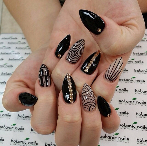 Black And Gold Designed Nails Pictures, Photos, and Images for ...