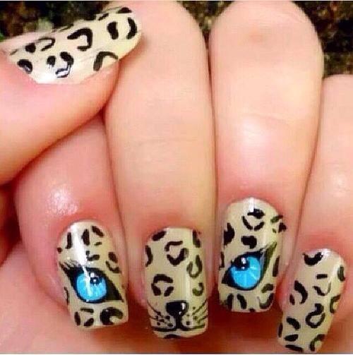 Кошачьи глаза на ногтях