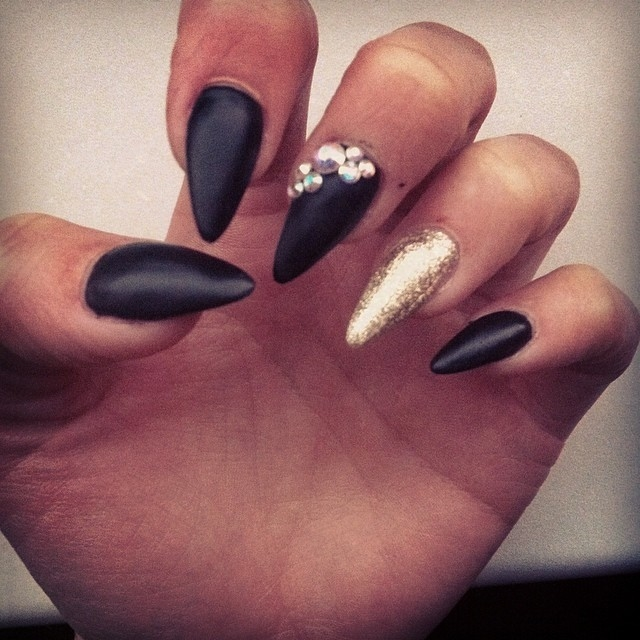 Brilliant Black and Gold Matte Nails 640 x 640 · 190 kB · jpeg
