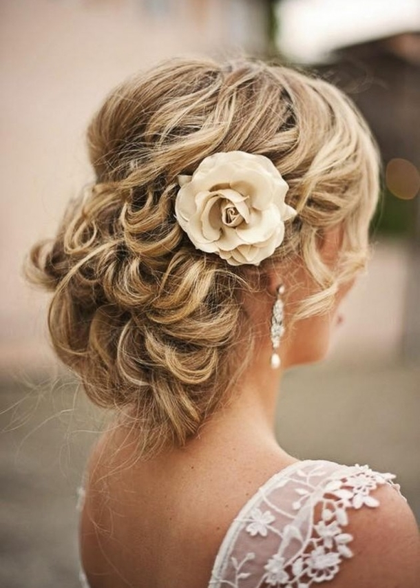 10 Of The Prettiest Hairstyles With Flowers