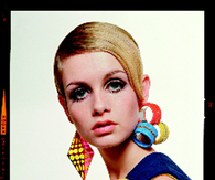 The Twiggy vintage look with statement earrings