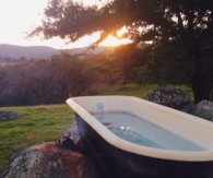Outdoor bathtub