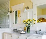 A hint of yellow bathroom decor