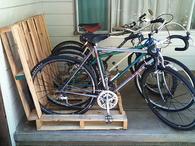 Wood pallet bike rack