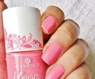 Bloom pink nails