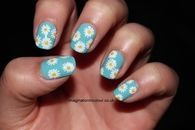 Daisy blue nails