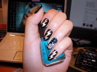 Lightning bolt nails
