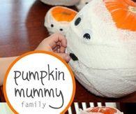 Pumpkin mummy family