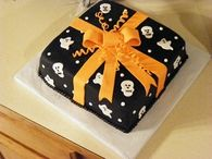 Ghostly Present - Halloween Cake with Fondant Frosting