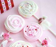 Meringue Lollipops for Valentine's Day
