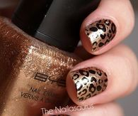 Golden leopard print nails