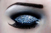 Pretty Glitter With Fake Lashes