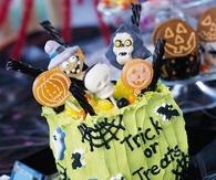 Spooky spice cake