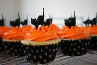 Black cat halloween cupcakes