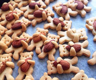Almond bear cookies
