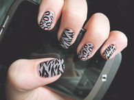 Fashion animal print nails